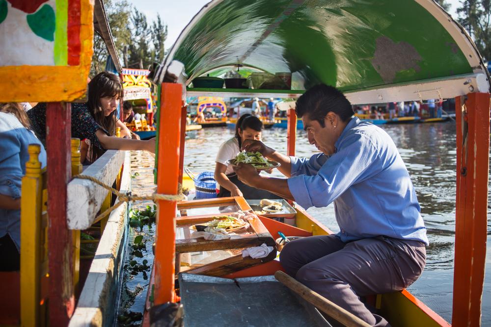 Rejs łodzią w Xochimilco w mieście Meksyk